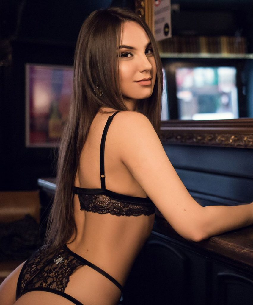 east London escorts - sexy brunette